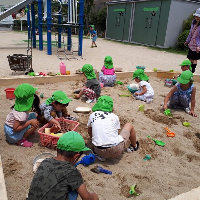 砂場のトンネル掘り